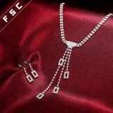 De nieuwe Bruids die Juwelen van het Kristal van het Ontwerp van de Manier van de Aankomst voor Huwelijk worden geplaatst