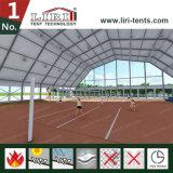 Barraca dos esportes com parte superior do telhado do polígono para jogos do Badminton