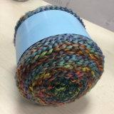 豪華なヤーンの長いスペース染まるケーキの球Jd9779をHandknitting