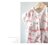 T-shirt organique de bébé de coton d'impression de lapin avec la couleur de nature