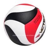 يدرّب زاويّة يرقّق كرة الطائرة في حجم رسميّة 5