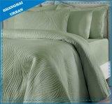 無地の柔らかい綿のベッドカバーのキルト