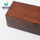 Caixa de madeira delicada do caso de empacotamento com fechamento do metal