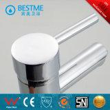 Beste Qualitätsweiße Farben-Einhebelbassin-Wasser-Hahn (BM-A10026)