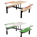 Tabela e cadeira baratas do restaurante do uso da corte de alimento