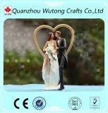 樹脂の結婚式は装飾愛カップルの置物表のセンターピースを支持する
