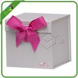 印刷された正方形の多彩な板紙箱