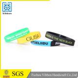 Wristband impermeabile del silicone su ordinazione di Debossed per lo sport