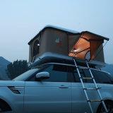 道の冒険のルーフラックが付いているキャンプのガラス繊維の堅いシェルの屋根の上のテントを離れて