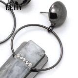 Le Rhinestone blanc de résine balancent des boucles d'oreille de baisse pour Madame Hollow Metal Circle Earrings de femmes