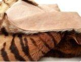 トラのストリップが付いている本物のカンガルーの皮の敷物