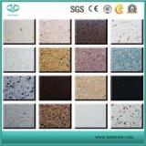 純粋か黄色または灰色または白または水晶またはピンクまたは緑または赤い水晶