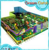Campo da giuoco dell'interno del parco di divertimenti per i giochi del gioco di bambini
