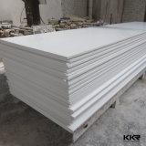 Surface solide blanche pure pour des panneaux de mur de salle de bains