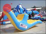 夏熱く膨脹可能な水おもちゃ水浮遊よろめきの回転T12-201