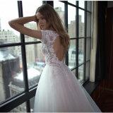 袖の優雅なレースのアップリケ刺繍の広がりのトレインのウェディングドレス(夢100009)