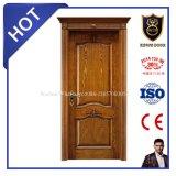 Posição interior e balanço que abrem a porta da madeira contínua
