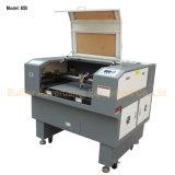機械を切り分けるガラスレーザー