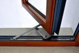 Aluminio del marco y ventana de madera usada en tiempo frío