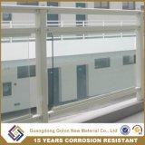 Inferriata di vetro del balcone del metallo
