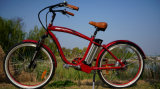 Bicicleta eléctrica del crucero de la playa con las defensas de la bici