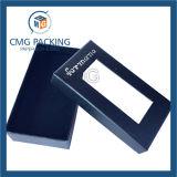 Caja de embalaje del negro claro de la ventana con la insignia de plata