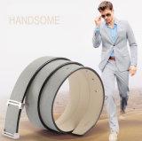 ベルトのAccessoiesの金属のバックルは人のための革靴ベルトにベルトを付ける