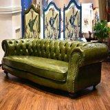 Sofá moderno do couro da sala de visitas do estilo europeu de Chesterfield