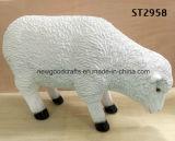 El ornamento animal del patio de la estatua del jardín del cordero de las ovejas blancas de la resina esculpe la estatua