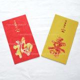 Dinheiro de contenção de papel vermelho como um presente para o cumprimentos