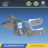 Forgeant des pièces en aluminium avec usinage CNC de précision