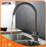 Taraud d'eau de bassin de cuisine de robinet de bassin de cuisine