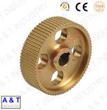 Engrenagem de cobre que gira peças sobresselentes fazendo à máquina da maquinaria do CNC