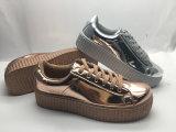 高品質のきっかり偶然の光沢があるズック靴(6082)