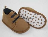 赤ん坊のための偶然靴