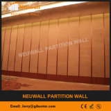 Akustische Trennwand für grossen Hall