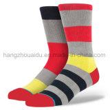 Ungerade farbige strickende Mann-Form-Art-flippige Socken