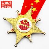 De uitstekende Antiquiteit stempelde de Hanger van de Medaille van het Medaillon van het Metaal van de Toekenning van de Sport van de Herinnering van de Toerist van het Embleem van de Douane van het Gouden Plateren met Lint