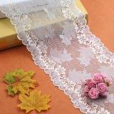 Laço cor-de-rosa do bordado da flor de matéria têxtil