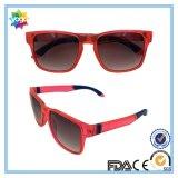 Il modo unisex di disegno UV400 dell'OEM mette in mostra gli occhiali da sole con l'obiettivo polarizzato