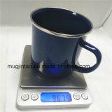 水差しのコップの台所機器表のコップの調理器具のコップの黒く及び白い点