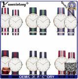 Reloj de señoras de las mujeres de los hombres modernos del reloj de la correa de nylon verdadera del estilo de Yxl-304 Whosale Dw OEM/ODM