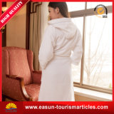 安い価格のホテルのMicrofiberの卸し売り浴衣、極度の柔らかい浴衣
