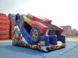 Diapositiva inflable grande del coche de competición para jugar de los cabritos