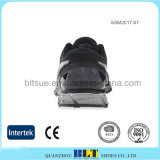 網の甲革が付いている安全運動人の靴