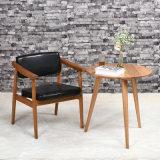 의자 (C720-10-1)를 식사하는 회색 중앙 뒤 목제 프레임
