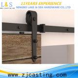 新しい納屋の大戸の引き戸のハードウェア