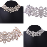 花嫁のラインストーンカラー宝石類のための水晶花のチョークバルブ文のネックレス
