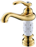 Escolhir o Faucet de bronze do misturador da bacia do diamante Zf-M31 do ouro luxuoso do punho