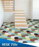 De grijze Verglaasde Muur van het Porselein en Hexagon Tegel van de Vloer